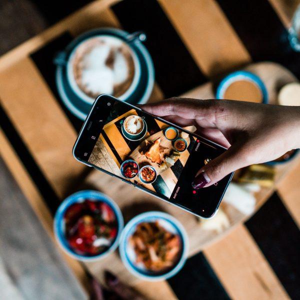 Come fare foto da mobile per social - Flat lays